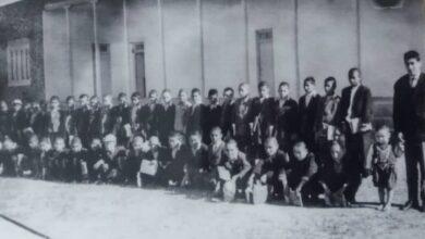 تصویر تصویر مدرسه قدیمی مالای شیخ و دانش آموزانش